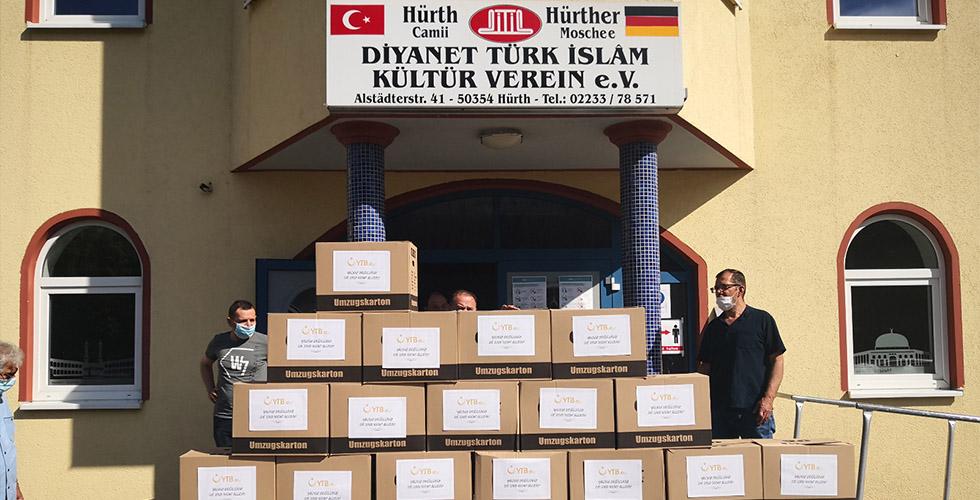 Hürth Camii ve YTB'den ihtiyaç sahiplerine yardım