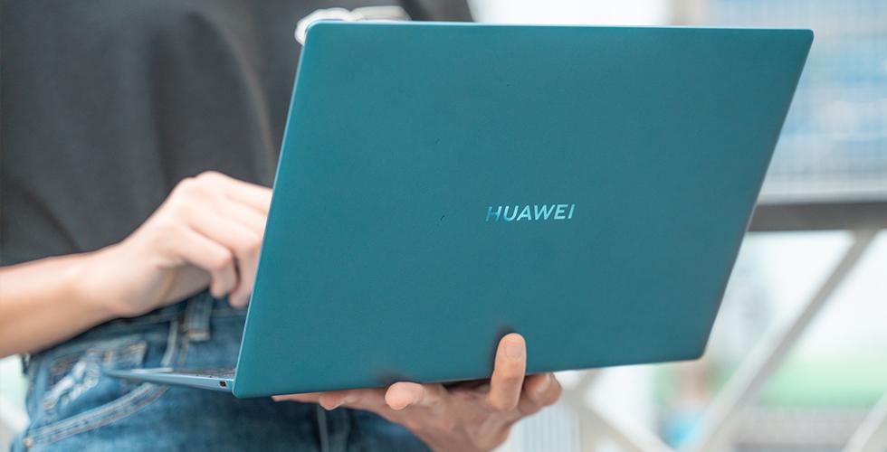 Parmakla taşınacak kadar hafif HUAWEI MateBook X